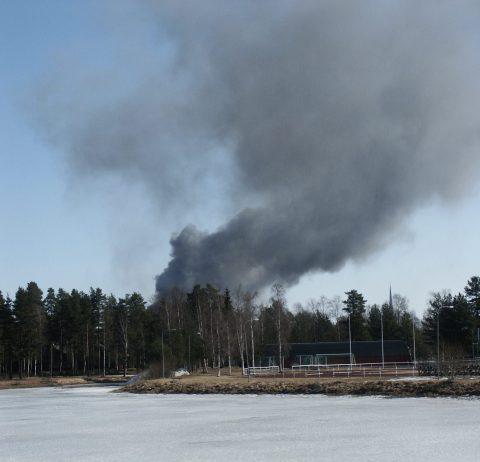 Branden på Standens skola 9 april 2003 sedd från Moraparken.
